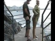 Par gör utomhussex vid havet